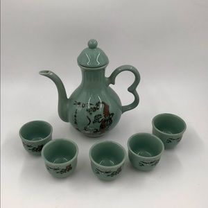 Vintage Teapot with 5 Cups
